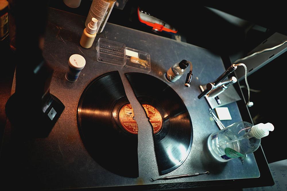 Disco de pizarra roto a digital, digitalización de disco de pizarra roto,